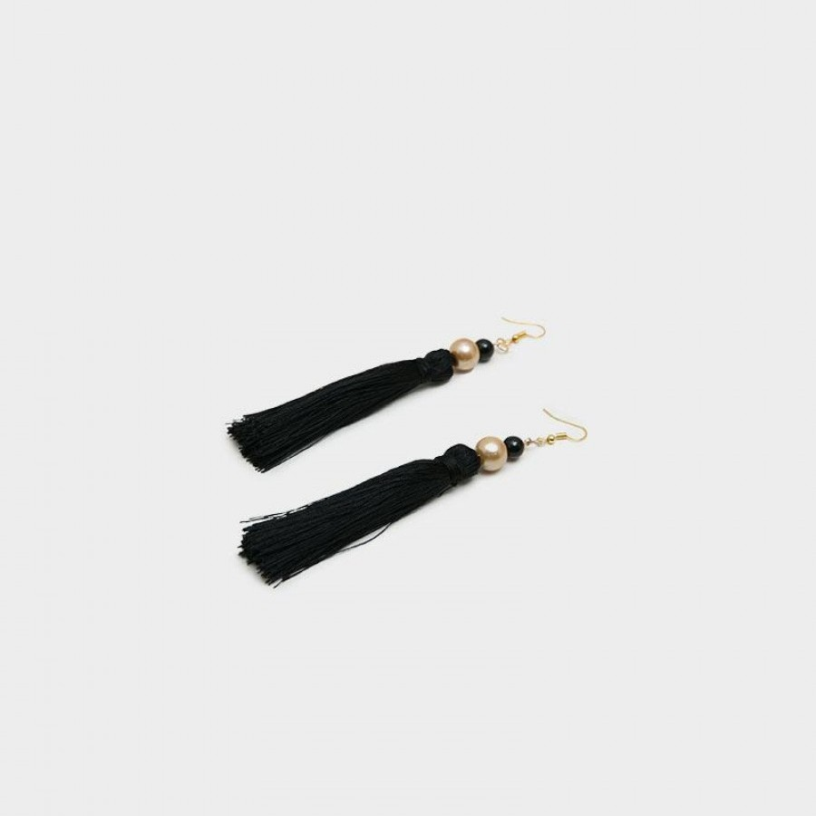 Anting Handmade Tassel Ivana Black
