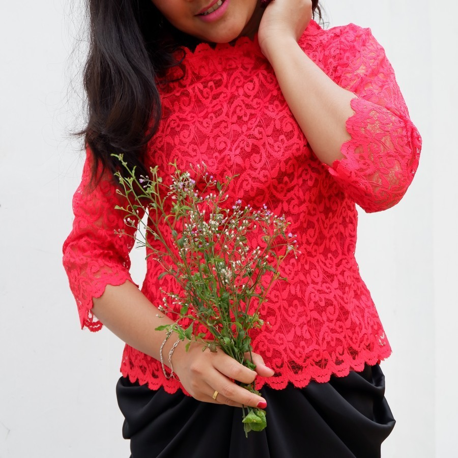 Simple lace red