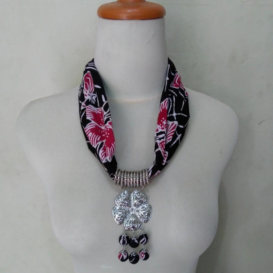 Kalung Batik Kanti (Hitam-Merah)
