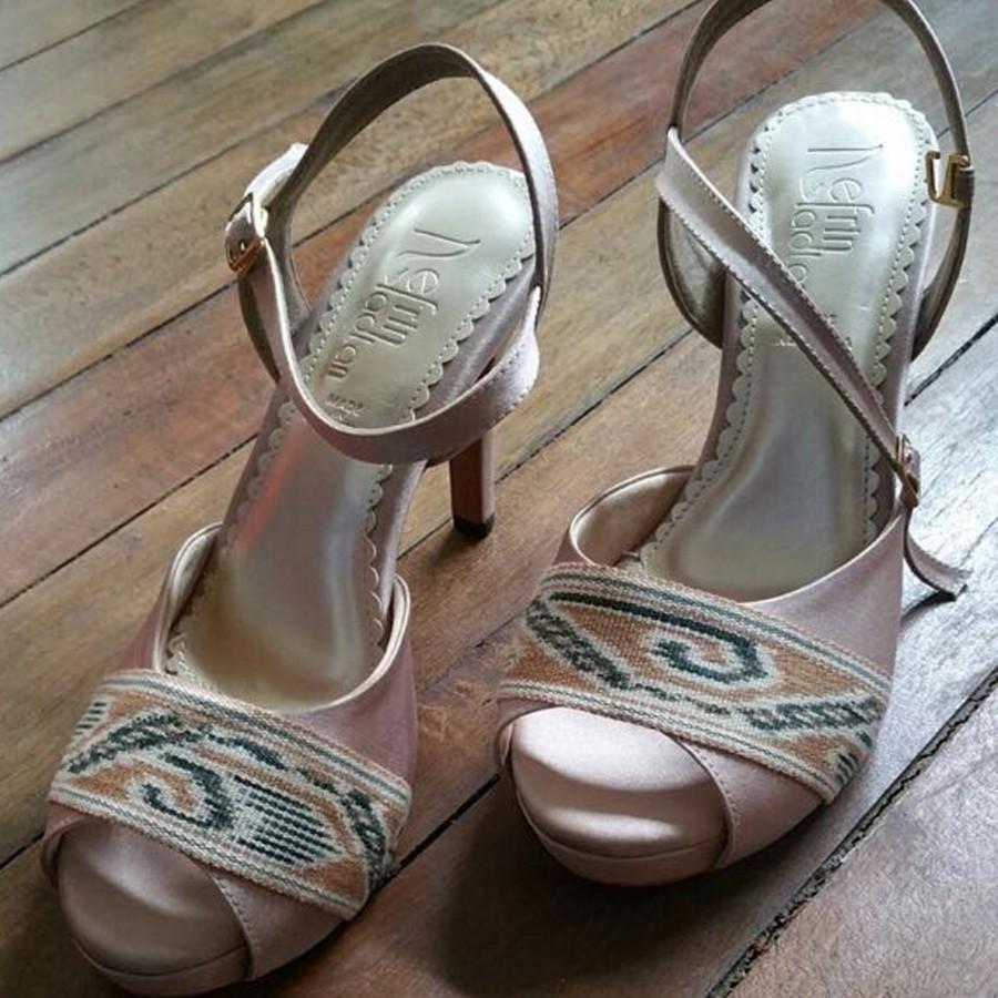 Sepatu Tenun