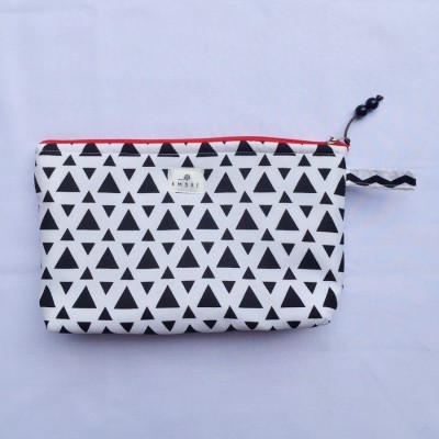 pouch-black-triangle