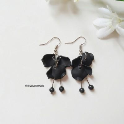 anting-bunga-dalila-hitam