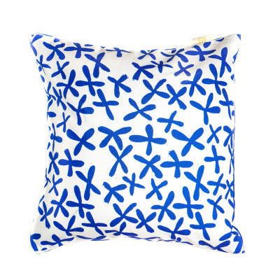 navy-floral-cushion-40-x-40