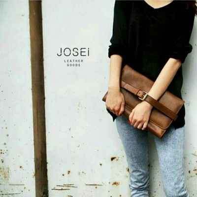 brown-eri-leather-clutch