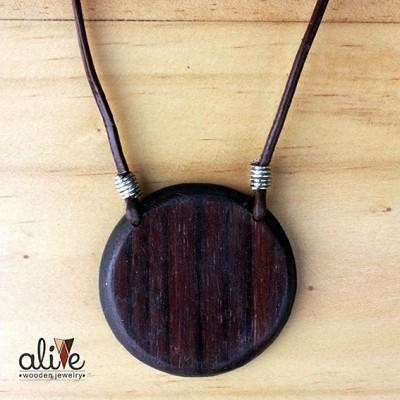 alive-wooden-round