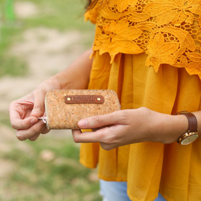 coin-card-zipper-dompet-kecil-tempat-kartu-koin-unisex-cork-lightenup