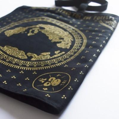 earth-travel-pouch-daur-ulang-travel-organizer