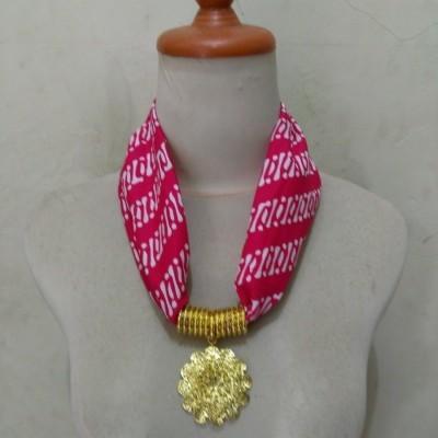 kalung-batik-bunga