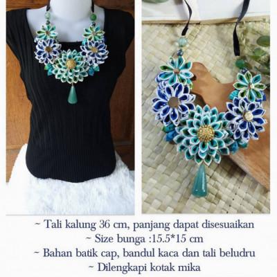 kalung-batik-biru-kanzashi
