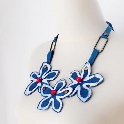 uri-indigo-flower-necklace