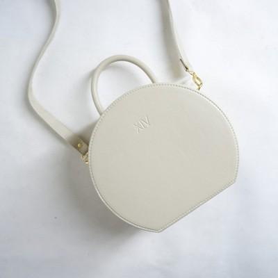 aimee-bag-broken-white
