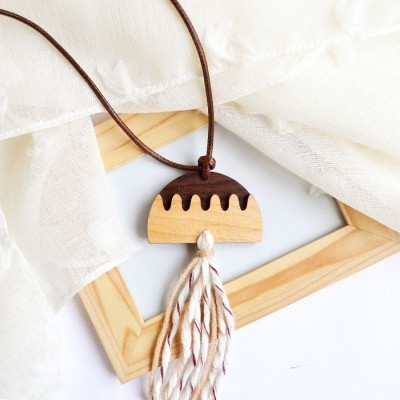 moon-tassel-necklace-i