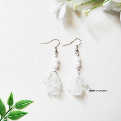 anting-bunga-delicia-putih