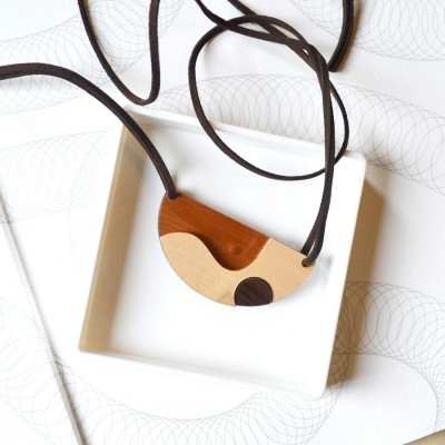 curve-wooden-necklace
