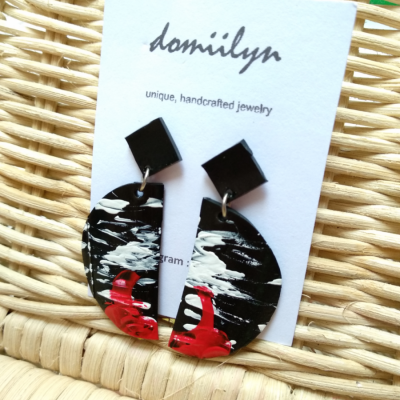 one-of-a-kind-anting-lukis-hitam-merah-putih-setengah-lingkaran
