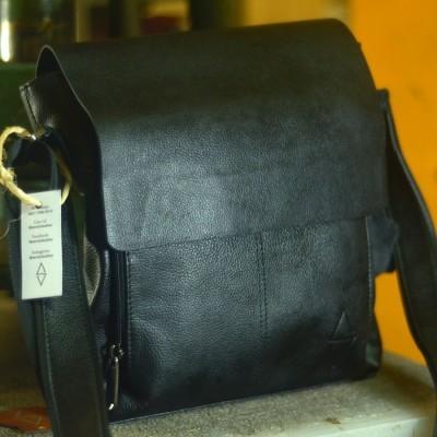 tas-selempang-kulit-inl-002-hitam