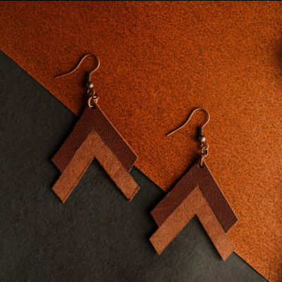 trikona-leather-earringsanting-kulit