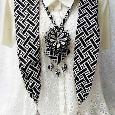 kalung-batik-scarf-2in1-lotus-black-white