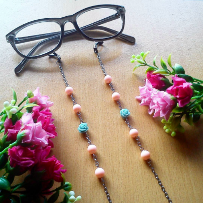rantai-kacamata-pastel