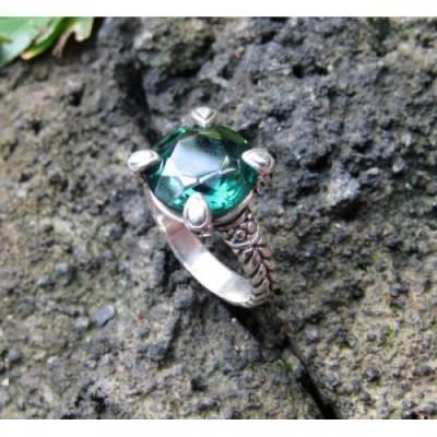 cincin-perak-motif-simpel-batu-emerald-100277