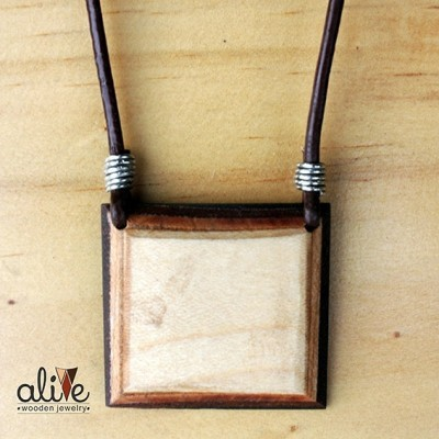 alive-wooden-square