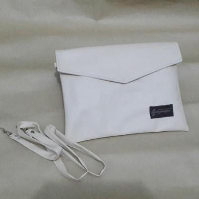 mail-sling-bag-cream