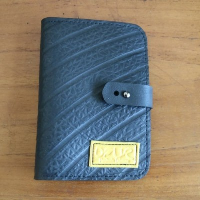 dompet-passport-dari-ban-dalam-truckmobil-inner-tube-unisex-label-kuning