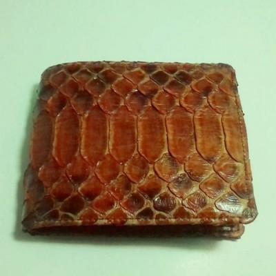 dompet-pria-kulit-asli-ular-phyton-motif-sisik-perut-warna-coklat