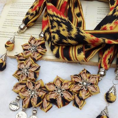 kalung-batik-scarf-sakura-songket