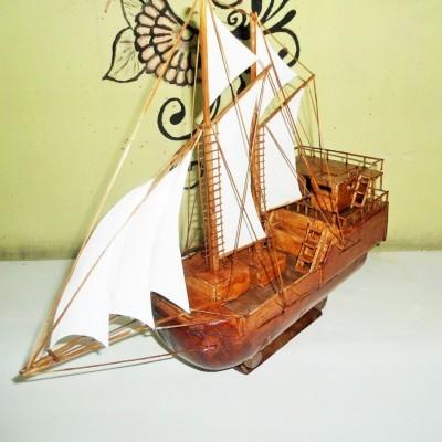 miniatur-kapal-kayu-pinisi