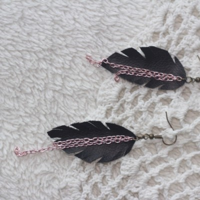 pink-chain-leaves